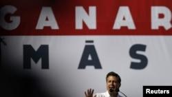 Najbolje plasirani meksički predsednički kandidat Enrike Penja Nieto obraća se pristalicama u Montereju
