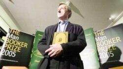 جایزه ادبی «بوکر» به جولیان بارنز بریتانیایی اهدا شد