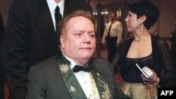 Le directeur de publication Larry Flint au dîner des correspondants de la Maison Blanche, à Washington, le 1er mai 1999.