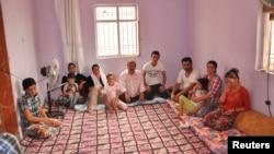 位於土耳其和伊拉克邊境的一個難民營內其中一家敘利亞難民