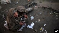 رقم معتادین در افغانستان رو به افزایش است