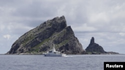 Dãy đảo đang trong vòng tranh chấp, người Nhật gọi là Senkaku, và người Trung Quốc gọi là Điếu Ngư