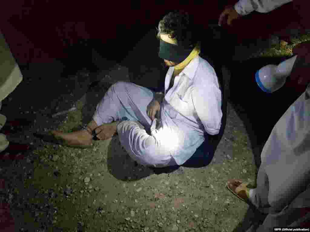 لیفٹیننٹ جنرل عاصم سلیم باجوہ نے کہا کہ اغوا کار تحریکِ طالبان پاکستان کے ایک دھڑے سے تعلق رکھتے تھے جو القاعدہ سے بھی منسلک تھے اور انھیں مغربی سرحد سے افغانستان لے جانا چاہتے تھے۔