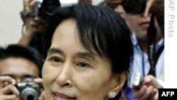 Miến Điện cho phép bà Suu Kyi thăm các đảng viên bị bệnh