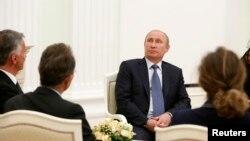 Владимир Путин на встрече с действующим председателем ОБСЕ, президентом Швейцарии Дидье Буркхальтером