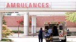 Một xe cứu thương được khử trùng sau khi chở bệnh nhân tới một bệnh viện nhi đồng ở Memphis.