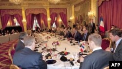 Các nhà lãnh đạo thế giới họp tại Ðiện Elysee ở Paris về cuộc khủng hoảng Libya, ngày 19 tháng 3, 2011