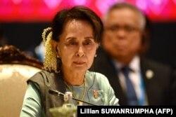 Tư liệu: Cố vấn An ninh Quốc gia Myanmar Aung San Suu Kyi tại Thượng đỉnh ASEAN-Nhật bản ở Bangkok ngày 4/11/2019, nhân Hội nghị thượng đỉnh ASEAN lần thứ 35. Source: Lillian SUWANRUMPHA (AFP)
