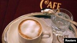Hampir 90 persen orang di seluruh dunia mengkonsumsi sekitar 200 miligram kafein setiap hari, atau setara dengan sekitar satu cangkir kopi kental sehari. (Foto: Dok)