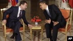 Дмитрий Медведев и Барак Обама (Фото из архива:1 апреля 2009 г.)