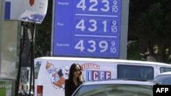 Giá xăng trên khắp nước Mỹ tiếp tục tăng
