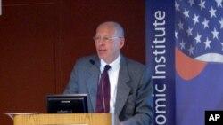 토론회에 참석한 존 에버라드 전 평양주재 영국대사