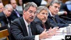 由左到右: 司法部副部长詹姆斯.科尔,国家情报总监办公室法律顾问罗伯特.利特尔, 国家安全局副主任约翰.英格利斯在参议院作证