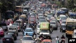 Kemacetan lalu lintas di Bangkok. Kendaraan dari anggota keluarga kerajaan dianggap memperparah kemacetan. (Foto: AFP)