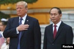 Tổng thống Donald Trump và Chủ tịch nước Trần Đại Quang, ngày 02/11/2017 tại Hà Nội.