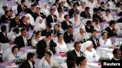 In 2006, 206 couples married together with an annual ceremony organized by officials in Ankara, Turkey. (REUTERS/Umit Bektas)