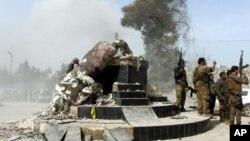 """Endamên """"Şaxê Zeytûnê"""" peykera Kawayê Hesinkar li Efrînê dirûxînin"""