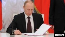俄罗斯总统普京3月21日签署正式法案并吞克里米亚