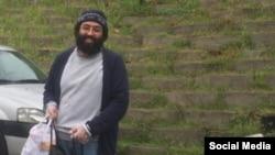 کیومرث مرزبان به خاطر نوشتههایش به ۱۱ سال حبس محکوم شده بود که تنها ۵سال از این حکم مورد عفو قرار گرفته است.