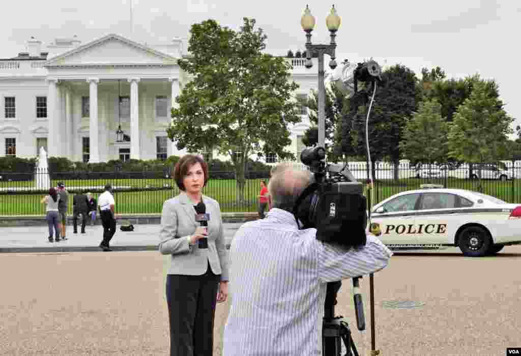 Άννα Καραγιαννοπούλου επί το έργον στο Λευκό Οίκο.