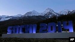 在索契冬季奧運會高加索山脉前豎起的索契2014字樣。
