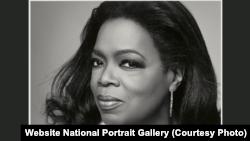Foto Oprah Winfrey, tokoh media terkenal di National Portrait Gallery, Washington DC.