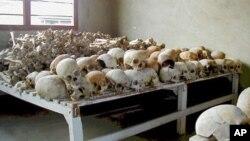 Xương sọ của các nạn nhân trong vụ diệt chủng ở Rwanda được giữ ngôi trường ở Murambi