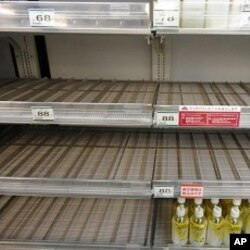 自來水輻射量增加使到超市貨架的瓶裝水銷售一空