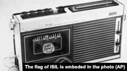 이슬람 수니파 무장조직 ISIL 로고가 그려진 라디오. (자료사진)