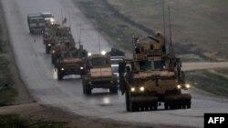 حملہ ایسے وقت کیا گیا ہے جب ٹرمپ حکومت داعش کے خلاف جنگ میں اپنی فتح کا اعلان کرچکی ہے اور شام سے امریکی افواج کی واپسی کی تیاریوں میں مصروف ہے۔