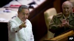 20일 의회에서 연설하는 라울 카스트로 의장