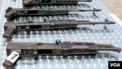 Angola armas de fogo, espingardas pistolas