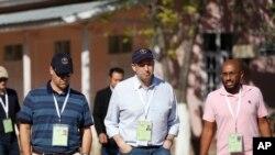 美國駐緬甸大使米切爾(中)也是國際選舉觀察員之一