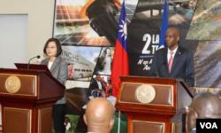 台湾总统蔡英文与海地总统莫伊兹7月13日举行联合记者会。