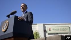 En esta foto, el mandatario demócrata pronuncia su discurso al establecer el monumento nacional Cësar E. Chávez.