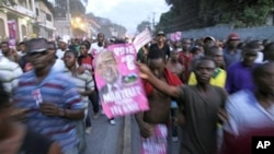 Supporters of Haiti's presidential candidate Michel Martelly demonstrate against the general elections in Port-au-Prince, 28 Nov. 2010.
