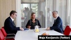 Predsednik Srbije Aleksandar Vučić, visoka predstavnica EU za spoljnu politiku Federika Mogerini i predsednik Kosova Hašim Tači