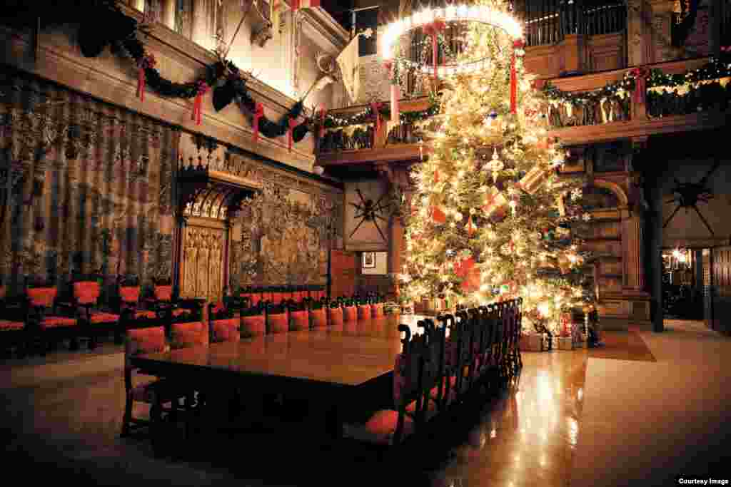 Biltmore Banquet Hall decorated for Christmas.