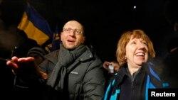 Mkuu wa sera wa Umoja wa Ulaya Catherine Ashton akiwa waziri wa zamani wa fedha wa Ukraine.