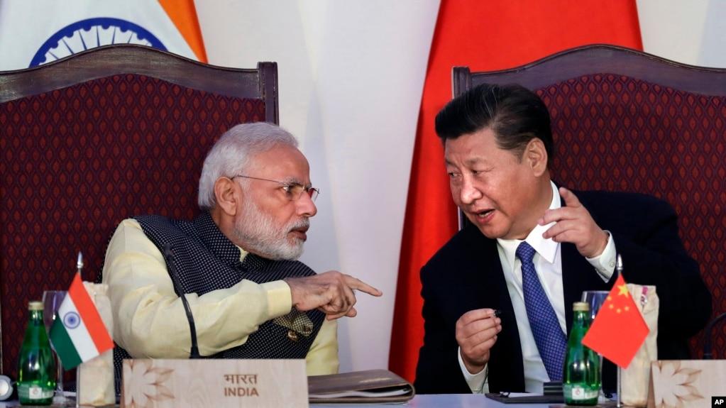 中國主席習近平和印度總理莫迪在印度舉行的金磚國家峰會上(2016年10月16日資料照)