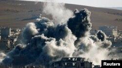 Haftasonunda Kobani'ye düzenlenen hava saldırılarından biri