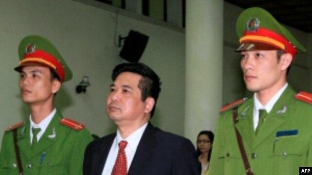 Tiến sĩ luật Cù Huy Hà Vũ tại tòa hôm 04/04/2011