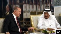 Turkey's President Recep Tayyip Erdogan, left, meets with Saudi King Salman, right, in Jiddah, Saudi Arabia, July, 23, 2017.