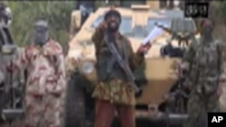 Abubakar Shekau, ao centro, é o líder do Boko Haram