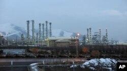 نمایی از تاسیسات هسته ای آب سنگین اراک، در مرکز ایران