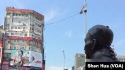 台北西门町清朝首任巡抚刘铭传坐姿铜像( 美国之音记者申华 拍摄)