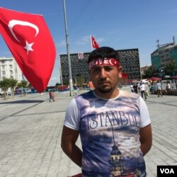 Osman Kerimoglu, 24, demonstrated in support of Turkish President Recep Tayyip Erdogan at Istanbul's Taksim Square, July 18, 2016. (L. Ramirez/VOA)