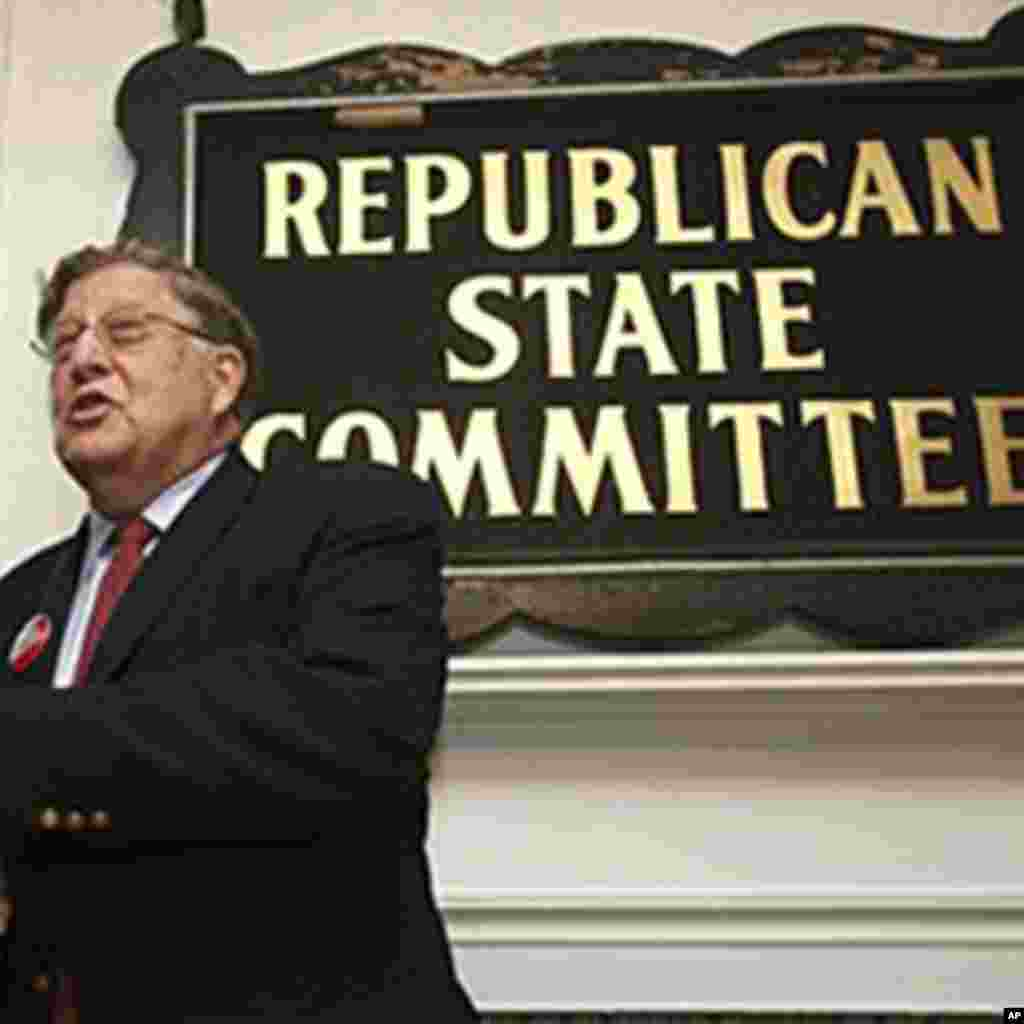 Shugaban jam'iyyar Republican a Jihar New Hampshire kuma tsohon gwamna John Sununu a wajen wani gangami ran 22 Oktoba, 2010 a birnin Concord.