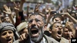 3月23日也门抗议者高呼萨利赫总统下台的口号