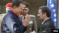 Al presidente venezolano, Hugo Chávez, le obsesiona aliarse con adversarios de EE.UU.